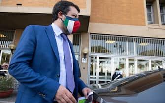 Il leader della Lega, Matteo Salvini, al termine del punto stampa davanti al dicastero a Roma, in una foto d'archivio del 31 marzo 2021.   MAURIZIO BRAMBATTI/ANSA