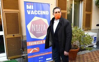 Il presidente della regione Giovanni Toti dalla struttura della Farmacia Nizza prima in Italia a somministrare il vaccino nella loro struttura, a margine delle prime somministrazioni in Italia. Genova, 30 marzo 2021. ANSA/LUCA ZENNARO