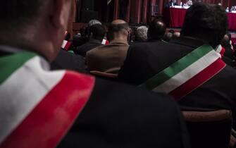 Un momento della riunione dell'Anci dei Comuni italiani nel teatro Quirino con i sindaci che in questa occasione hanno deciso di indossare tutti la fascia Tricolore. Roma 29 gennaio 2014