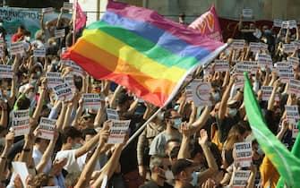 Un momento della Ddl Zan, manifestazione all' Arco della Pace, Milano 08 maggio 2021, ANSA / PAOLO SALMOIRAGO, ANSA / PAOLO SALMOIRAGO