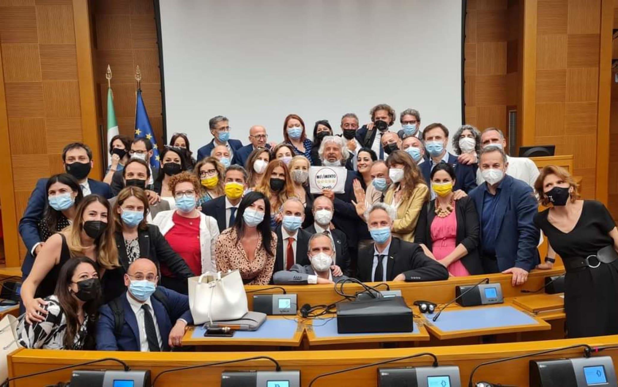 M5S, Grillo a Roma per incontrare Conte e i gruppi parlamentari | Sky TG24