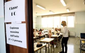 Scuola Media Guido Negri. Un mese dall'inizio dell'anno scolastico. Alunni della scuola media in classe.   05 Ottobre 2020. Vo' Euganeo (PD)  ANSA/NICOLA FOSSELLA