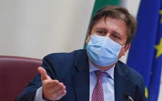 Il viceministro della Salute, Pierpaolo Sileri, nel corso della presentazione della proposta per la sorveglianza viro-immunologica del Covid-19 al Ministero della Salute a Roma,27 gennaio 2021.   MAURIZIO BRAMBATTI/ANSA