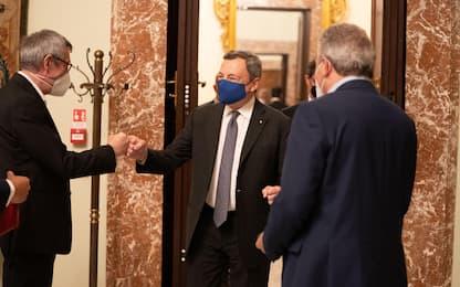"""Green pass, i sindacati a Draghi: """"Non sia un'arma per licenziare"""""""