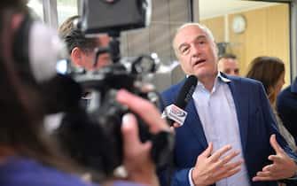Il candidato del centrodestra, Enrico Michetti, durante una cena elettorale presso il quartiere La Rustica, Roma, 3 settembre 2021. ANSA/CLAUDIO PERI