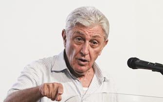 Antonio Bassolino (Azione, civiche) candidato sindaco di Napoli alle prossime amministrative durante il comizio elettorale al cinema Modernissimo, 4 settembre 2021   ANSA / CIRO FUSCO