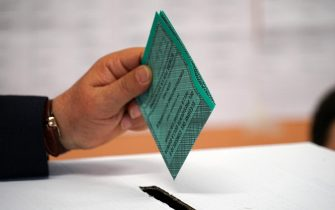 A person casts his ballot at a polling station during the regional elections in the Calabria Region, in Pizzo Calabro, Italy, 26 January 2020. ANSA/LUIGI SALSINI