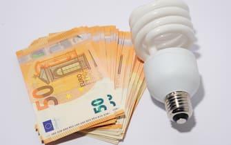 Milano - Aumenti del costo dell'energia elettrica