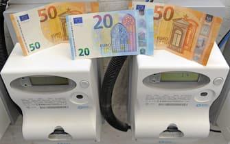 Milano - Aumento dei costi delle bollette della luce elettrica