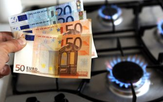 Milano - Aumento del costo delle bollette di gas e acqua