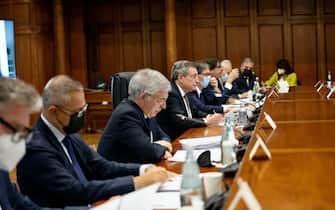 I ministri e Mario Draghi riuniti a Palazzo Chigi per la Nadef