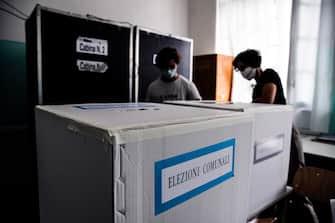 Le operazioni di spoglio per il sindaco di Roma con lÕapertura delle urne per le elezioni amministrative, Roma, 04 ottobre 2021. ANSA/ANGELO CARCONI