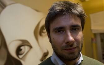Alessandro Di Battista nel quartier generale del Movimento 5 Stelle. 26 febbraio 2013 a Roma. ANSA/MASSIMO PERCOSSI