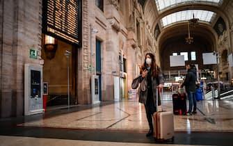 Foto Claudio Furlan - LaPresse  08 Marzo 2020 Milano (Italia)  News Milano e la Lombardia dichiarate zona rossa dal governo Nella foto: Stazione Centrale