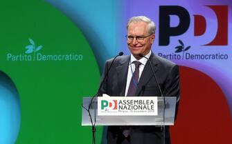 Il segretario uscente del Pd Guglielmo Epifani oggi, 15 dicembre 2013, in occasione dell'assemblea nazionale del Pd a Milano. ANSA / MATTEO BAZZI