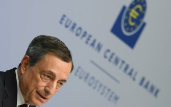 dpatop - Mario Draghi, the director of the European Central Bank (ECB), at a press conference in the bank's headquarters in Frankfurt, Germany, 26 October 2017. The bank chose to maintain its zero interest rate policy in the Eurozone. Photo: Arne Dedert/dpa
