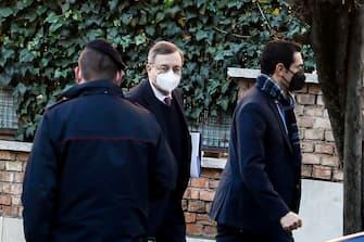 L ex presidente della Banca d Italia e della BCE, Mario Draghi, rientra nella sua abitazione a Roma, 2 febbraio 2021. ANSA/FABIO FRUSTACI