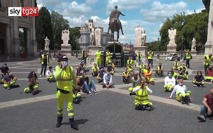 Roma, protesta dipendenti Multiservizi in Piazza Campidoglio. VIDEO
