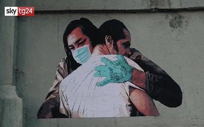 Coronavirus Roma, murales per abbracci mancati allo Spallanzani. VIDEO