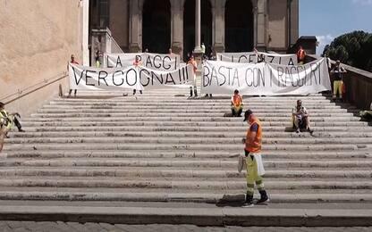 Roma, sit-in dei lavoratori di multiservizi in Campidoglio. VIDEO