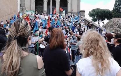 Coronavirus Roma: protesta degli addetti alle mense scolastiche. VIDEO