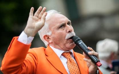 """Gilet arancioni a Roma, Pappalardo: """"Me li curo da solo i polmoni"""""""