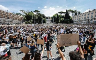 People attend a demonstration in memory of George Floyd in Piazza del Popolo, Rome, Italy, 07 June 2020. The protesters gather to demonstrate in the wake of the death in police custody of George Floyd in the United States. ANSA/FABIO FRUSTACI