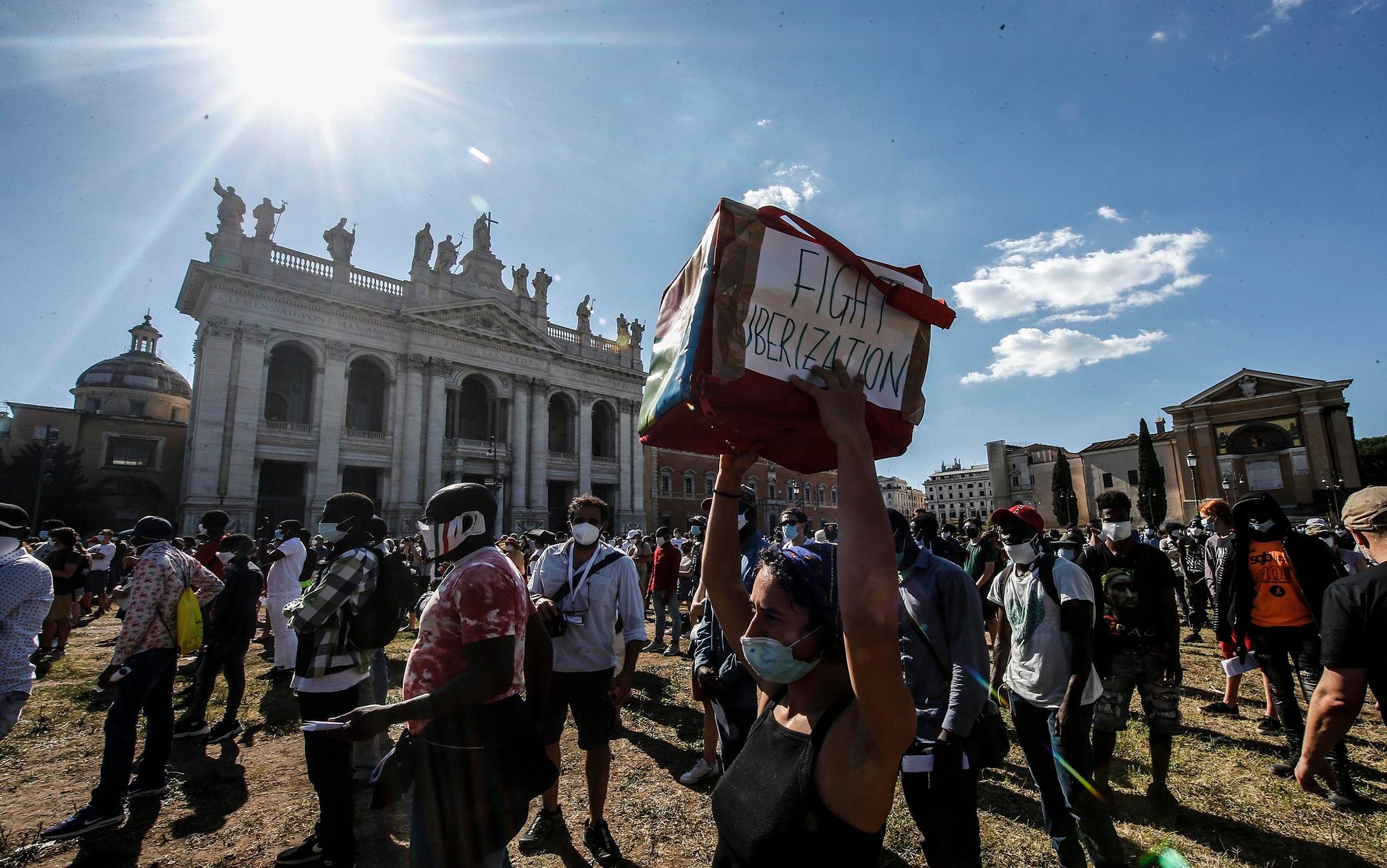 Un momento degli Stati Popolari dei lavoratori ''invisibili'' a piazza San Giovanni, Roma, 5 luglio 2020. ANSA/FABIO FRUSTACI