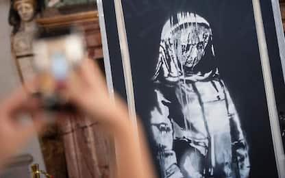 Roma, riconsegnata alla Francia porta Bataclan dipinta da Banksy
