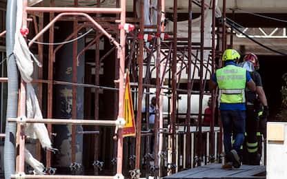 Abbiategrasso, incidente sul lavoro: operaio precipita da 10 metri