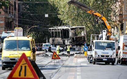 Incendio a due bus a Roma: accertamenti in corso