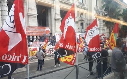 Scuola, manifestazione a Roma: studenti sotto ministero Istruzione