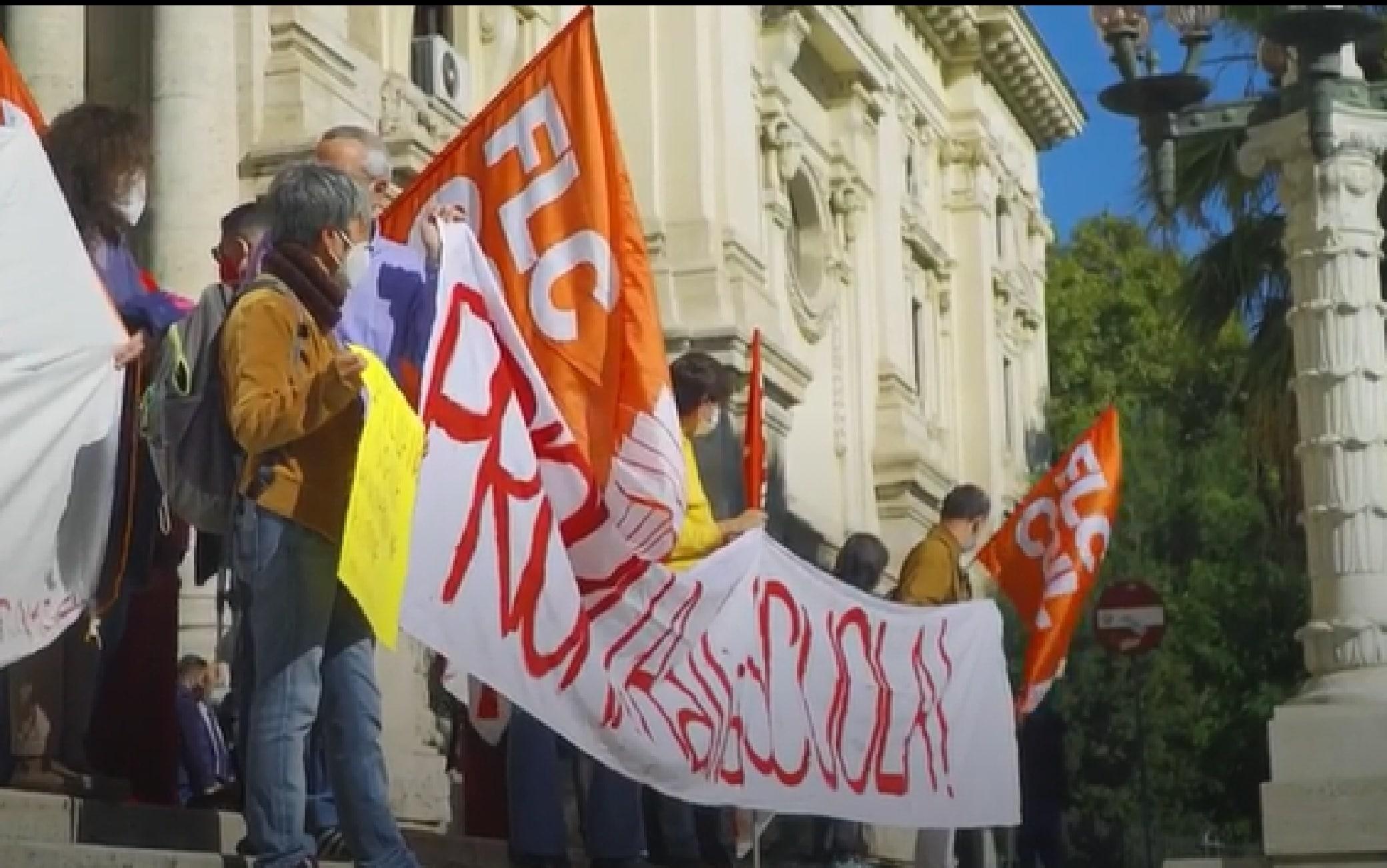 Roma Flash Mob Davanti Al Miur Scuola In Presenza Ma In Sicurezza Video Sky Tg24