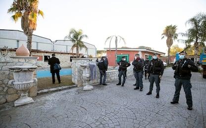 """Roma, iniziata demolizione villette Casamonica. Raggi: """"Lo Stato c'è"""""""