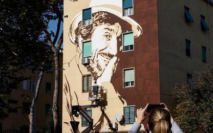 Roma, al Tufello realizzato il murale dedicato a Gigi Proietti. FOTO