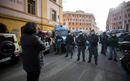 Roma, sgombero Nuovo Cinema Palazzo: un arresto e una denuncia