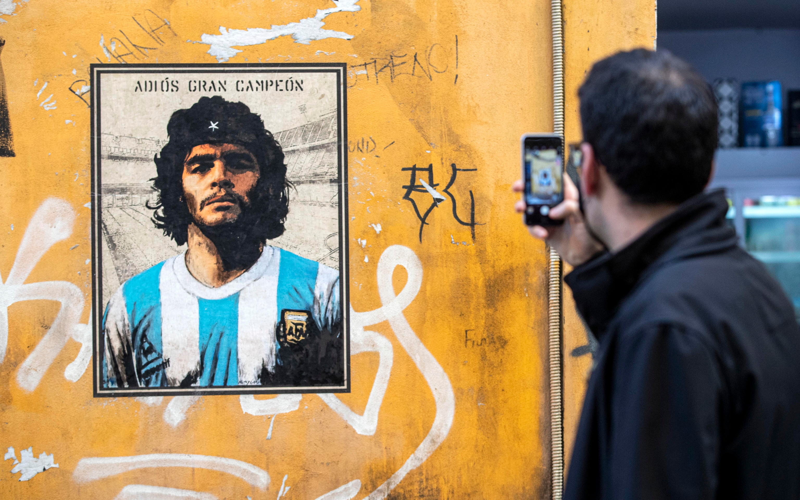 Mural dedicated to Diego Armando Maradona, in via del Politeama in the Trastevere district of Rome, 26 November 2020. The soccer legend died on 25 November at the age of 60 after a heart attack. ANSA/MASSIMO PERCOSSI