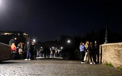 Covid Roma, aggredita troupe televisiva che documentava assembramenti