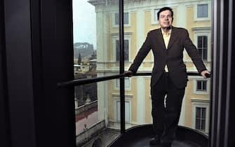 Una foto senza data del fisico Giorgio Parisi. Parisi oggi sale sul tetto del dipartimento di Fisica della Sapienza a Roma per una lezione-conferenza. ANSA / BRUNEAU GERALD-ACCADEMIA DEI LINCEI   +++CITARE CREDIT ACCADEMIA LINCEI+++           Ciao  Enrica ----------------2009, Roma: Accademia dei Lincei. Il Prof. Giorgio Parisi, Docente di Teorie quantistiche nell?Universit? di Roma Sapienza, membro dell?Accademia delle Scienze Francese e della National Academy of Science degli USA ? ideatore della Teoria del Caos o della Complessit?. Fotografato nel panoramico ascensore di Palazzo Corsini che porta nelle aule dell?Accademia dei Lincei. Sullo sfondo il giardino botanico dell?Universit? Sapienza di Roma. ? Gerald Bruneau / Blackarchives