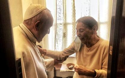 Papa Francesco fa visita a Edith Bruck, sopravvissuta alla Shoah