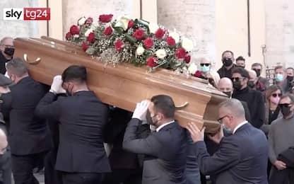 I funerali di Coccoluto nella chiesa degli Artisti di Roma. VIDEO