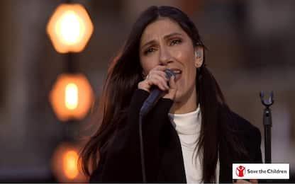 """Elisa canta """"Promettimi"""" al Colosseo per i bambini in Siria"""