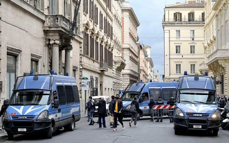 Presidio delle forze dell'ordine in centro a Roma