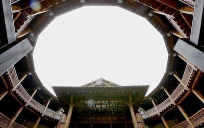 Covid Roma, lavoratori dello spettacolo occupano il Globe Theatre