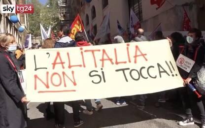Roma, presidio lavoratori Alitalia e del comparto aereo al Mise. VIDEO