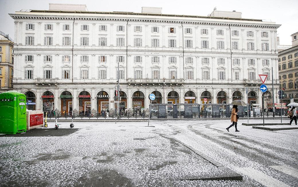 Maltempo a Roma, una violenta grandinata imbianca la Capitale