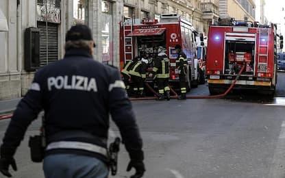 Napoli, incendio in un deposito di giocattoli: nube di fumo