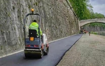 Roma, è polemica per la colata d'asfalto sul Lungotevere