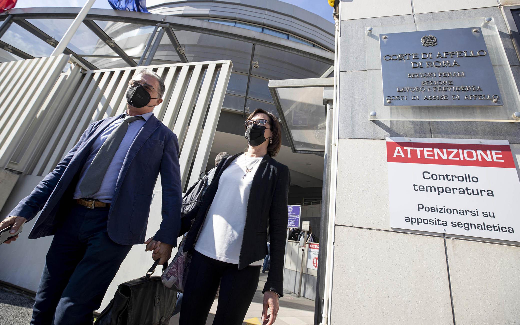 Ilaria Cucchi insieme al suo avvocato Fabio Anselmo, escono dalla corte di appello di Roma dopo la lettura della sentenza di appello per il pestaggio del fratello avvenuto nel 2009 a Roma, 7 maggio 2021ANSA/MASSIMO PERCOSSI