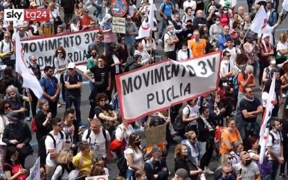 Covid, a Roma manifestazione dei no vax contro il green pass. Video